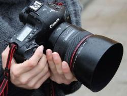 Giá máy ảnh Canon