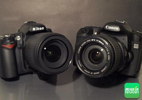 Mua máy ảnh Canon hay Nikon?